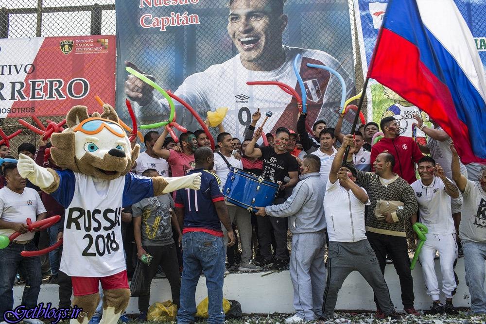 تصاویر) + مسابقه های فوتبال بین زندانیان پرویی (